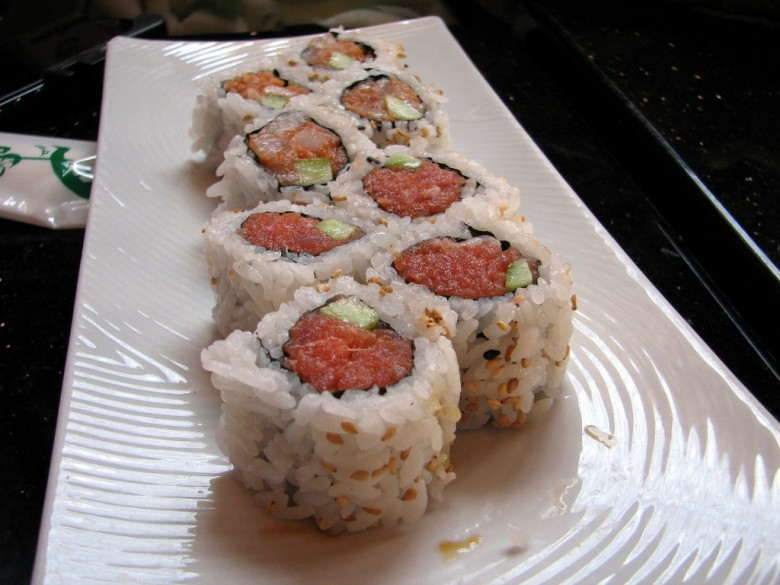 sushi rolls - spicy tuna