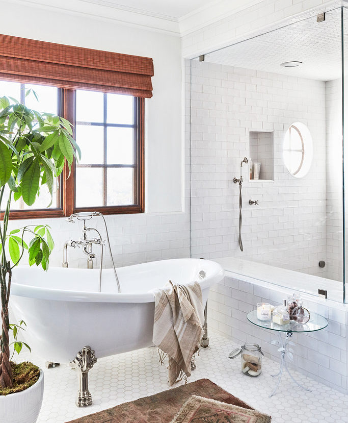 lauren conrad bathroom. Lauren Conrad  The theme of simple and elegant continues to show up in the bathroom It features an clawfoot standing tub glass door You Have To See Stunning Details s Home